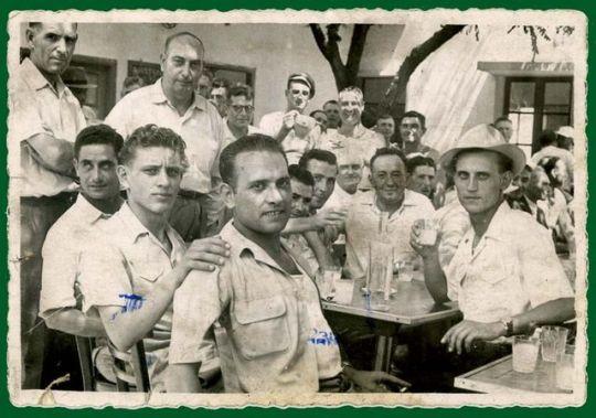 1men_drinking_pastis_on_terrace_est1951
