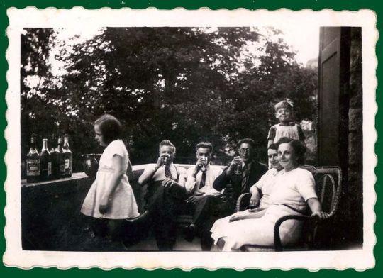 1home_terrace_aperitif_france1938
