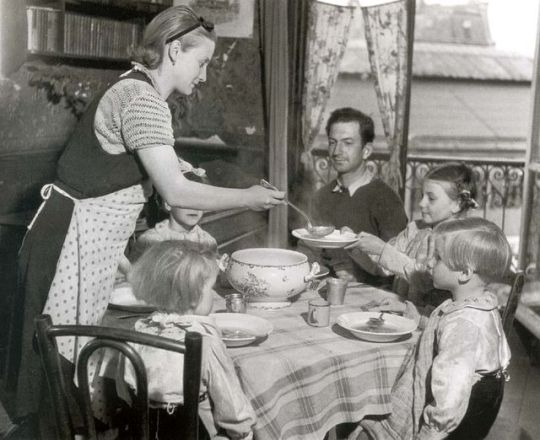 1france_working_class_family_lunch_circa1950