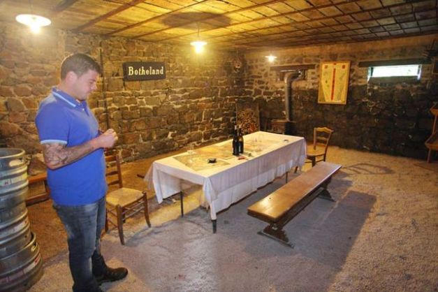 1remi_dufaitre_beaujolais_drinking_room