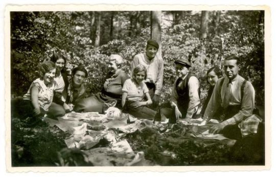 1old_wine_pics_picnic_woods_ca_1933