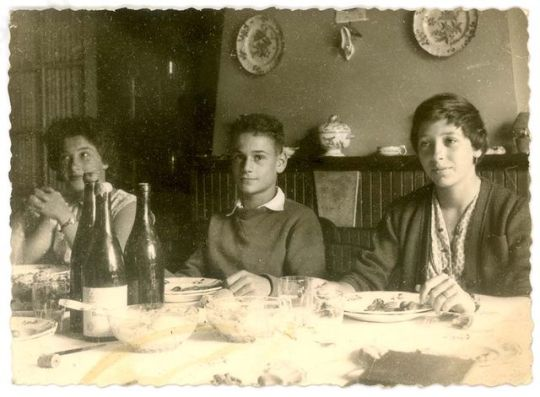 1old_wine_pics_children_side_of_table1960