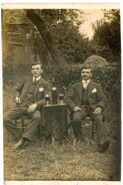 1old_wine_pics_small_table_outside1900