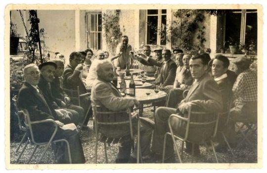 1old_wine_pics_men_toasting_courtyard_1960