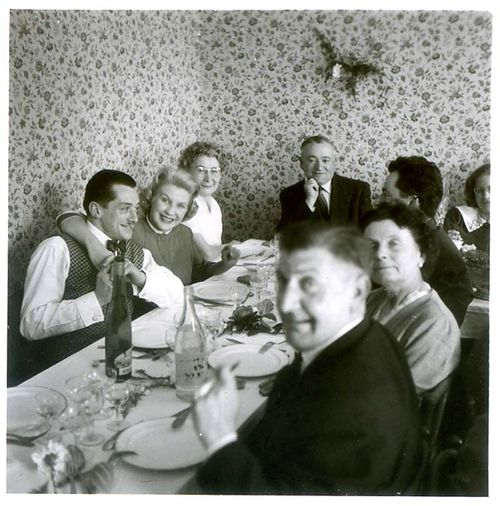 1old_wine_pics_corner_table_restaurant1953