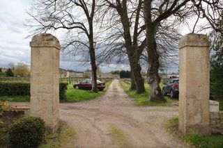 1chateau_lamery_mansion_gate_vineyard_clos