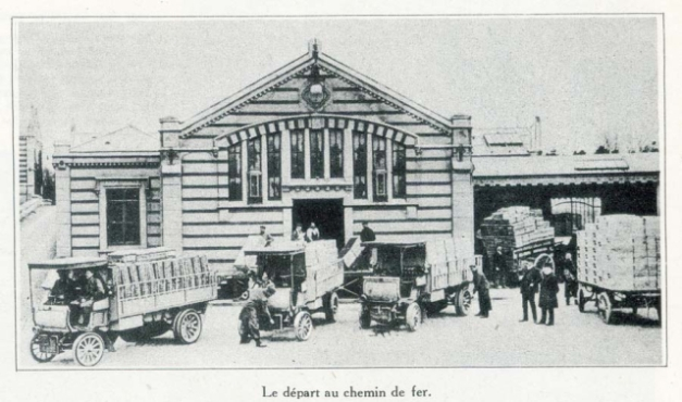 1champagne_1920s-16trucks_at_station
