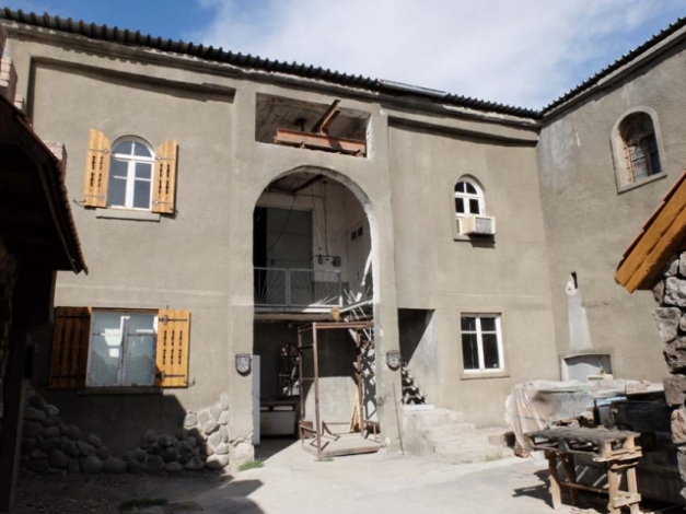 1voskevaz_winery_soviet-era_building