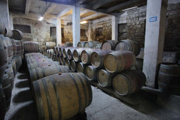 1voskevaz_winery_barrel_cellar