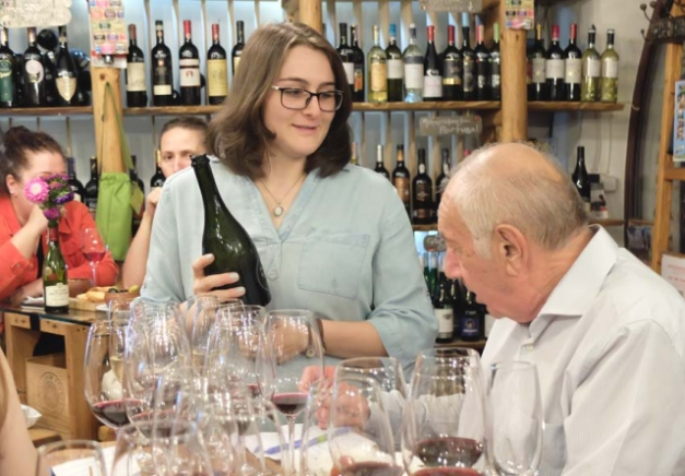 1in_vino_winebar_spokeswoman