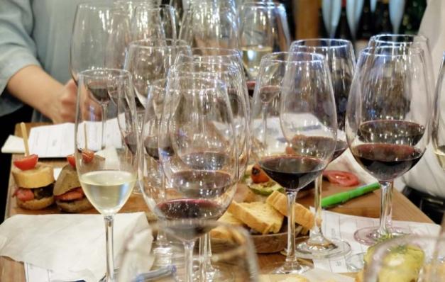 1in_vino_tasting_glasses