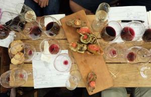 1in_vino_winebar_glasses_food
