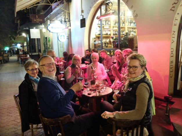 1in_vino_terrace_german_visitors