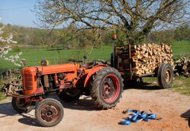 1heating_wood_tractor_load