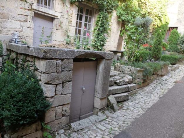 1flavigny_pics_cellar_door