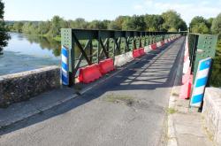 1cher_river_one-lane_bridge_thesee
